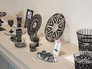 薩摩びーどろ工芸のオリジナル品である、大人気の「薩摩黒切子」。